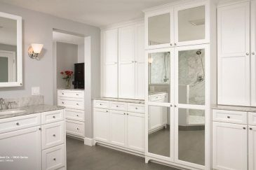 Bathroom remodeling in Palmetto Bay in white and light gray