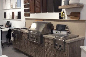 Outdoor summer kitchens with grill in Pinecrest