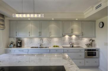 Custom Kitchen cabinet design in Miami