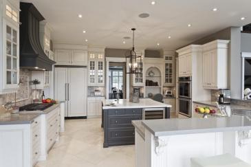 Kitchen design with kitchen cabinet design in Palmetto Bay, Florida
